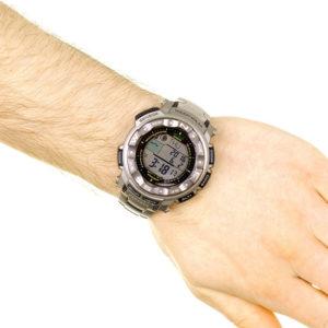 Мъжки часовник CASIO PRO TREK PRW-2500T-7ER, сив, дигитален, соларен, титаниева сплав, марков. Водоустойчивост: 20 БАРА, 20 BAR, 20 ATM.